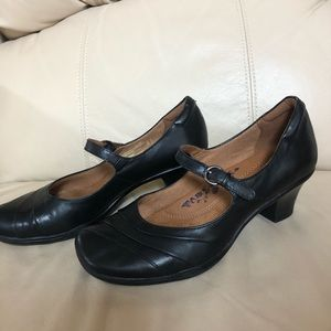 Earth Spirit  Black Leather Mary Jane Pumps